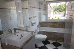 Immobilienmakler Ratzeburg Badezimmer vorher